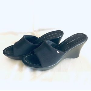 Tommy Hilfiger Gwynn black wedge slides 10M
